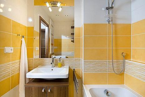 interiér koupelny - odstín žlutá