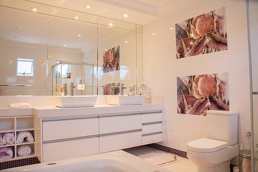 interiér koupelny - barva bílá